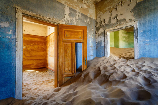 Mika Dessagne - Kolmanskop Palette | blinq.art
