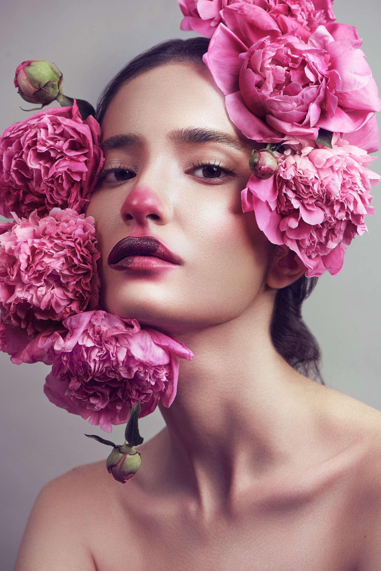 Peyman Naderi - Princesse Enfermee Dans Des Fleurs