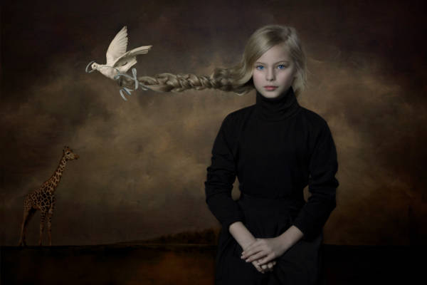 Carola Kayen-Mouthaan - Girl and Dove | blinq.art